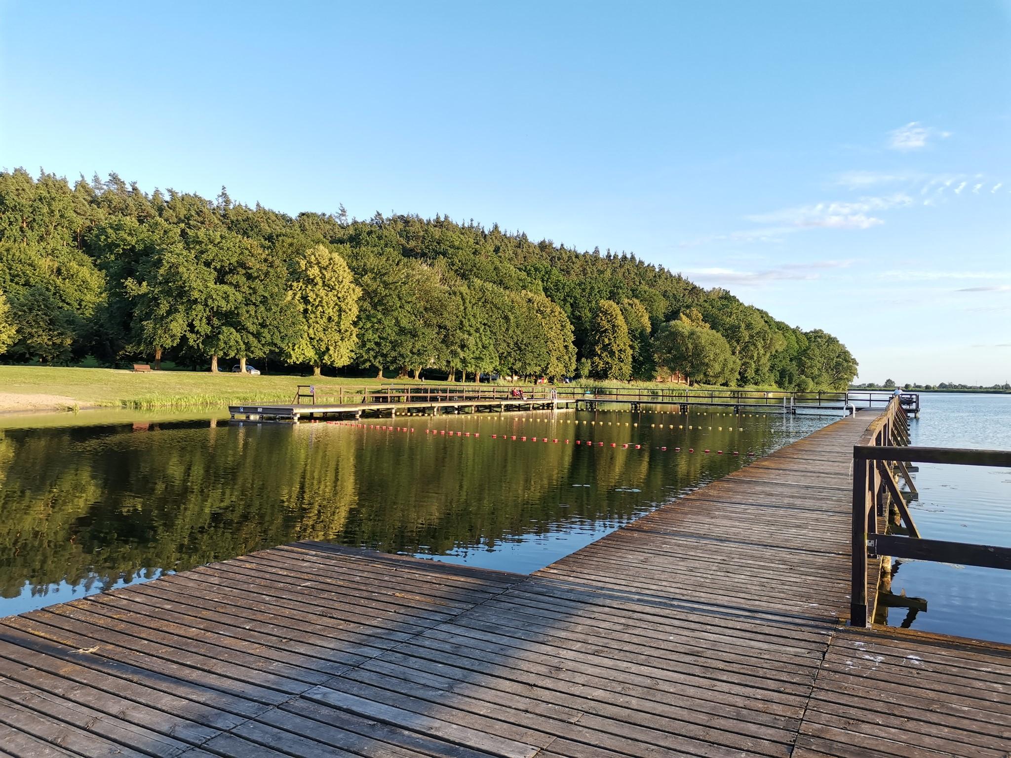 Zdjęcie - widok z pomostu Jeziora starogrodzkiego.